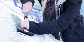 Eiskratzen Windschutzscheibe Auto Winter