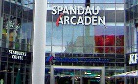 Eingang des Einkaufszentrums Spandau-Arcaden