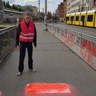 Bürgersteige und Radwege zum 1.Mai geschmückt in Friedrichshain-Kreuzberg