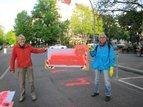 Bürgersteige und Radwege zum 1.Mai geschmückt in Mitte